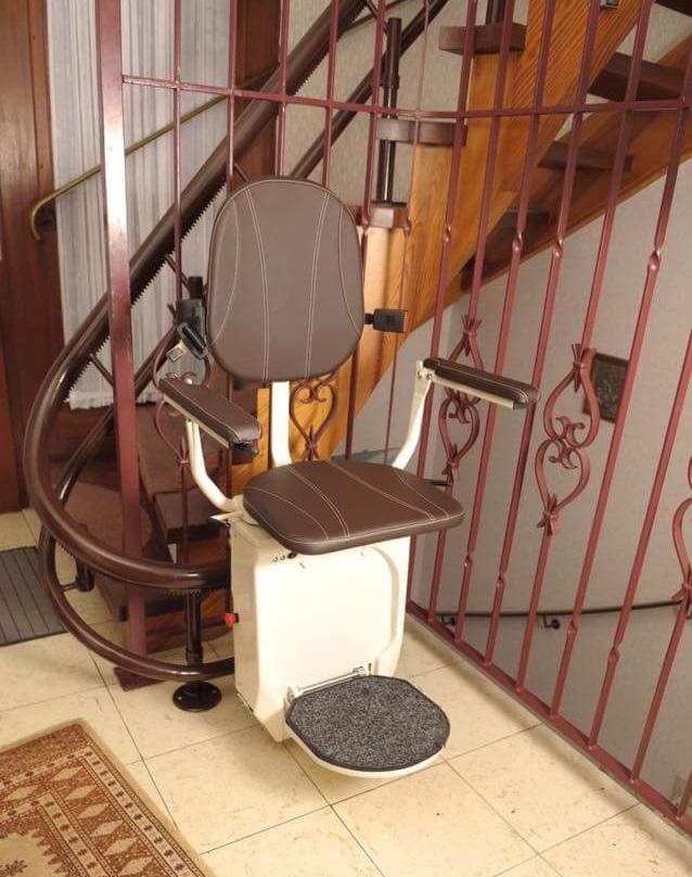 Admirable Gebogen Tr 160 Traplift Voor Extra Steile Trappen Triwa Inzonedesignstudio Interior Chair Design Inzonedesignstudiocom